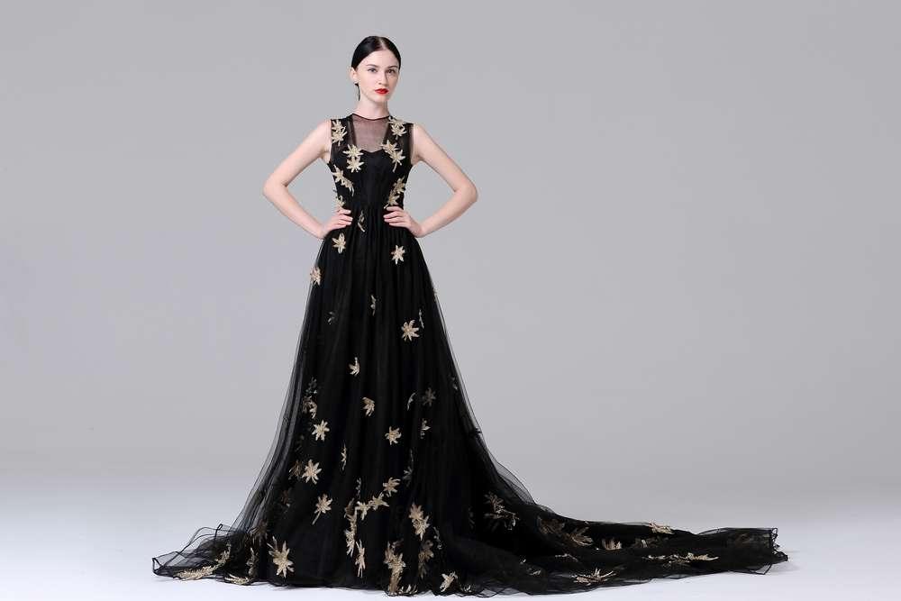 Elegantes Brautkleid (Abendkleid) mit Spitzenapplikationen Schleppe ...